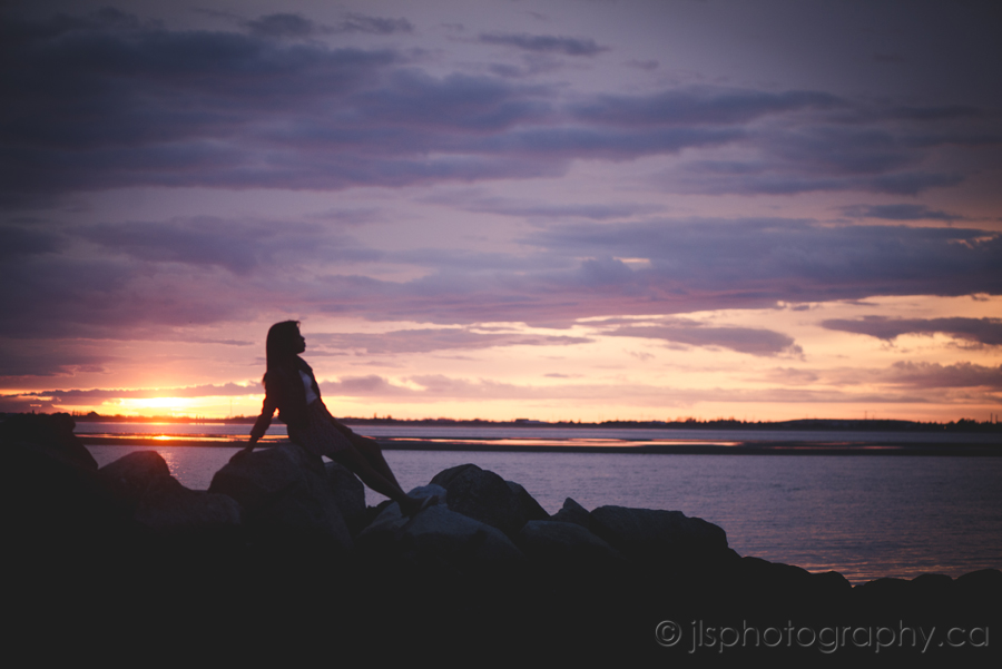 Sunset portraits, sunset silhouette, photos at the beach, sitting on the rocks at the beach